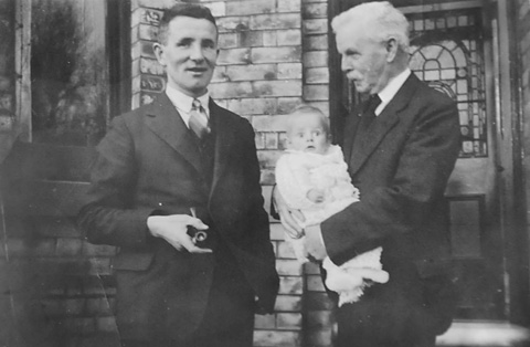 Robert Duncan De Little, founder of wood type manufactory, holding his grandson, Robert James  (Jim), in 1935. Jim's father, Robert Geoffrey, is on the left